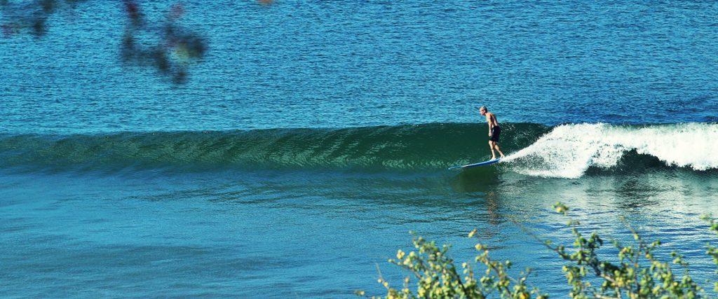 surfing playa escameca